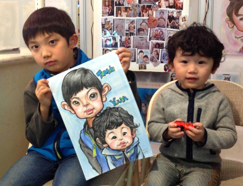 兄弟でお描きしたお子様のカリカチュアな似顔絵はかっこよく仕上がりました!