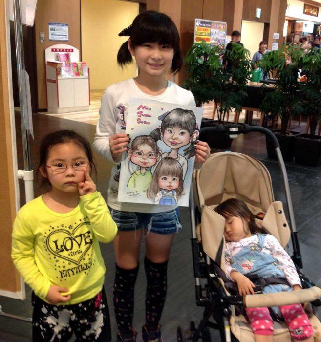 人気の通販サイト!3姉妹で可愛くそっくりな似顔絵をご注文です。