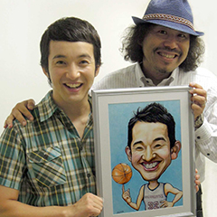 浅利陽介さんと似顔絵ツーショット写真です。