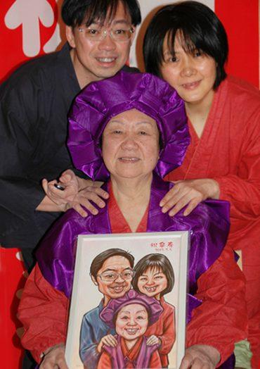 お客様から嬉しい長寿のプレゼントである贈答品の似顔絵ギフトのお写真が届きました!